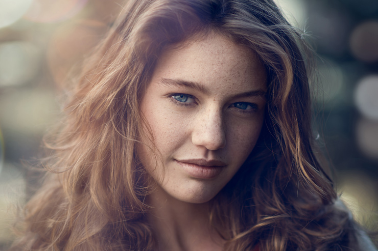 Part 1 of 2, this video tutorial will walk you through an outdoor portrait retouch using dodging and burning and frequency separation in Adobe Photoshop